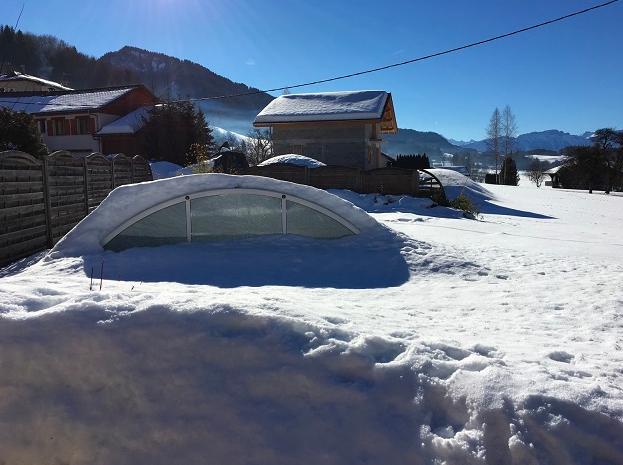 Abris-de-piscine-resistance-neige-Geneve-+-Abris-de-piscine-resistance-neige-haute-savoie2
